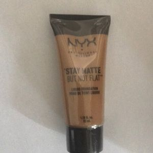 NYX  Medium MATTE FOUNDATION
